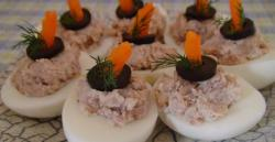 Eieren gevuld met tonijn