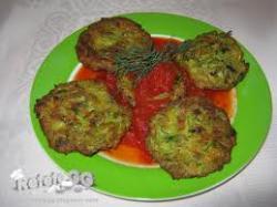 Turkse gehaktballetjes in verse tomatensaus