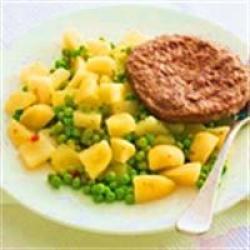 Aardappel-salade met een hamburger